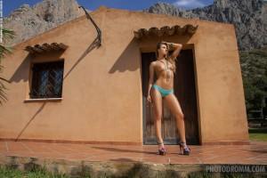 Natasha, warm body presented by Photodromm