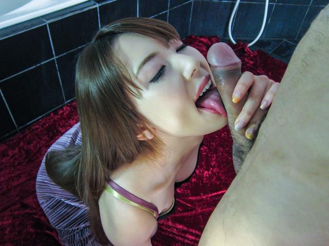 Japanese pornstar Yui Hatano gives a really hot blowjob