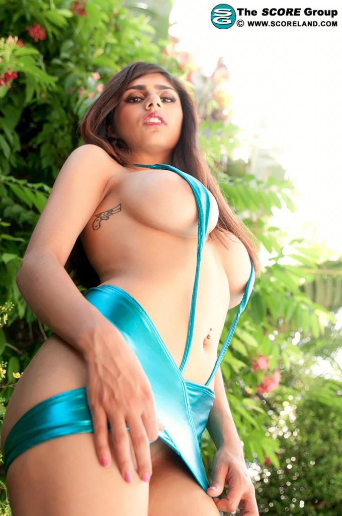 That Bikini Busting Girl Who Works At The Hamburger Joint