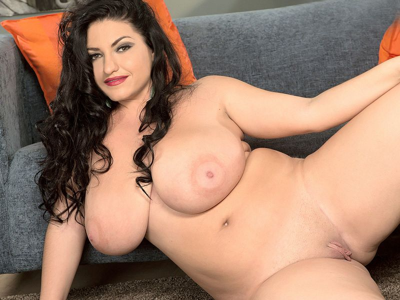 Milf claudia valentine is out on a fuck dating 7